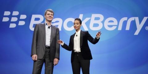 A inicios de 2013, Alicia Keys (derecha) iniciaba su paso por Blackberry. Aquí junto a Thorsten Heins, ex CEO de BlackBerry.